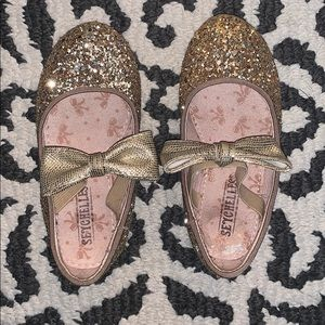 Adorable Sparkly Gold Seychelles.  Toddler size 7